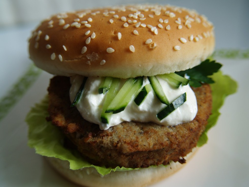 tofu burger vegan hamburger rezept mit tofulaibchen broetchenzeit. Black Bedroom Furniture Sets. Home Design Ideas